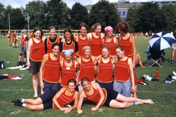 Chicks United - das Damenteam bei der DM 2003